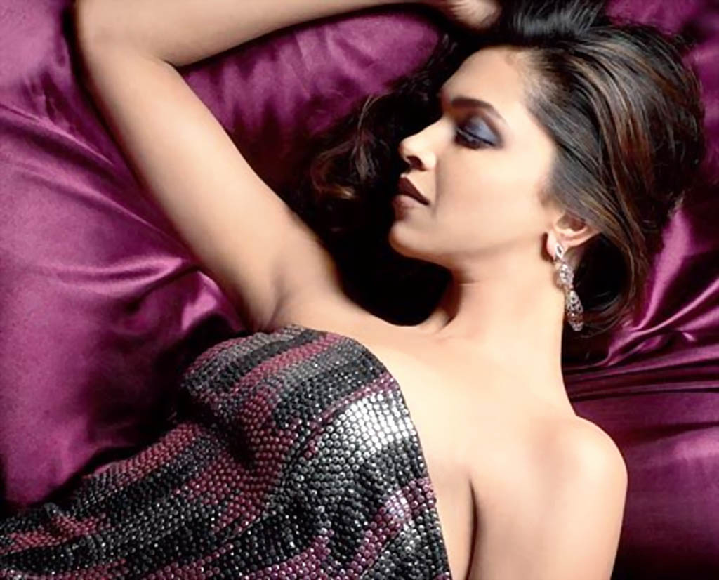 hot_snake_skin_dress_deepika_padukone_wallpaper